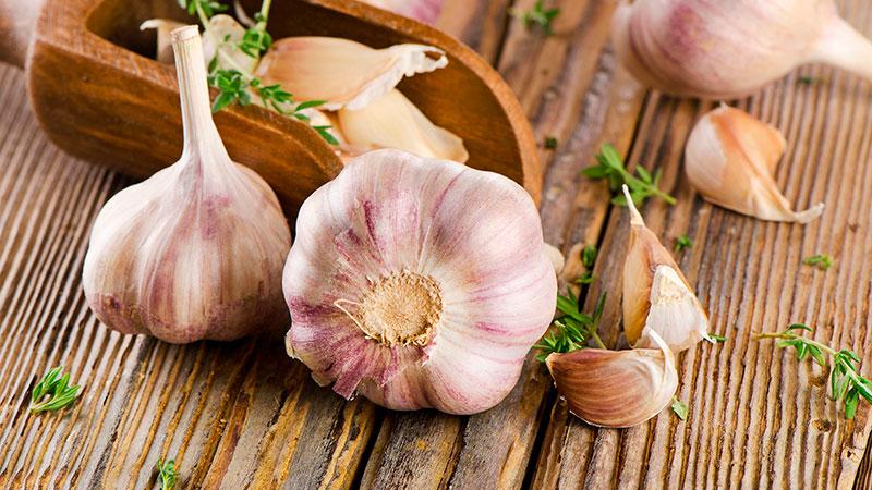 L'ail, en plus de faire partie de la gastronomie mondiale, est un excellent remède maison.