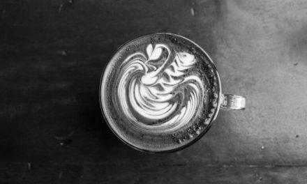 Black Latte : le café au charbon actif à la mode pour perdre du poids.