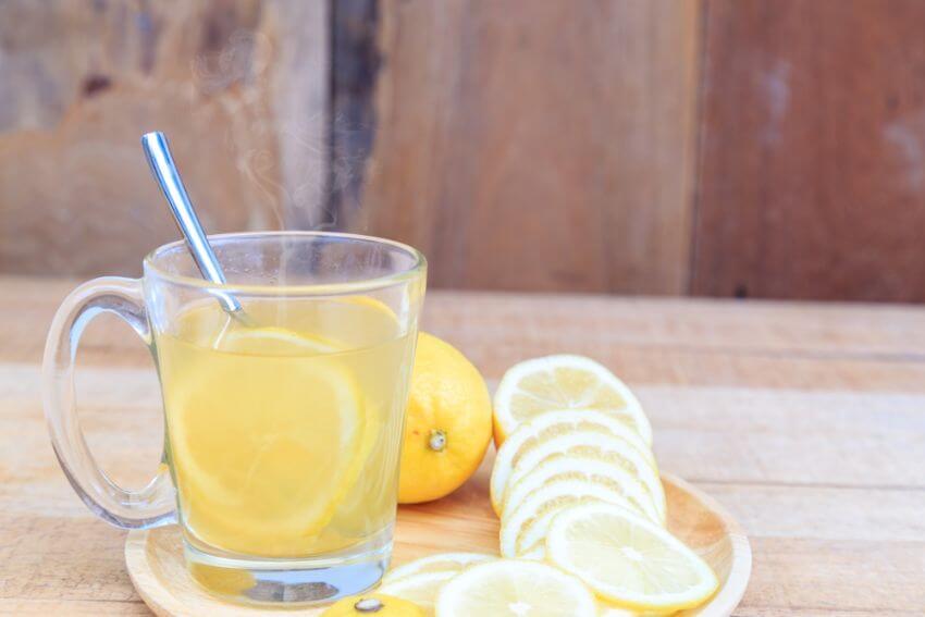 eau chaude au citron